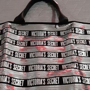 Victoria Secret bag just $25,zipper included